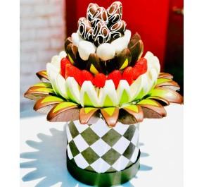 Aşk Ötesi / Damalı Kutuda Lezzetli Çikolata Kaplı Meyve Buketi