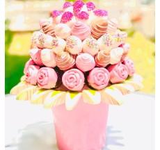 Yeniden Aşık Olurum / Lezzetli Çikolata Kaplı Çilek ve Fındıklı Kek Buketi