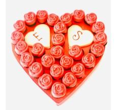 Sevginizin baş harfleri / Lezzetli Çilek Çikolata Kaplı Gül Buketi