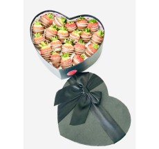 Ölümsüz Aşklara / Lezzetli Çikolata Kaplı Çilek Kalp Kutusu