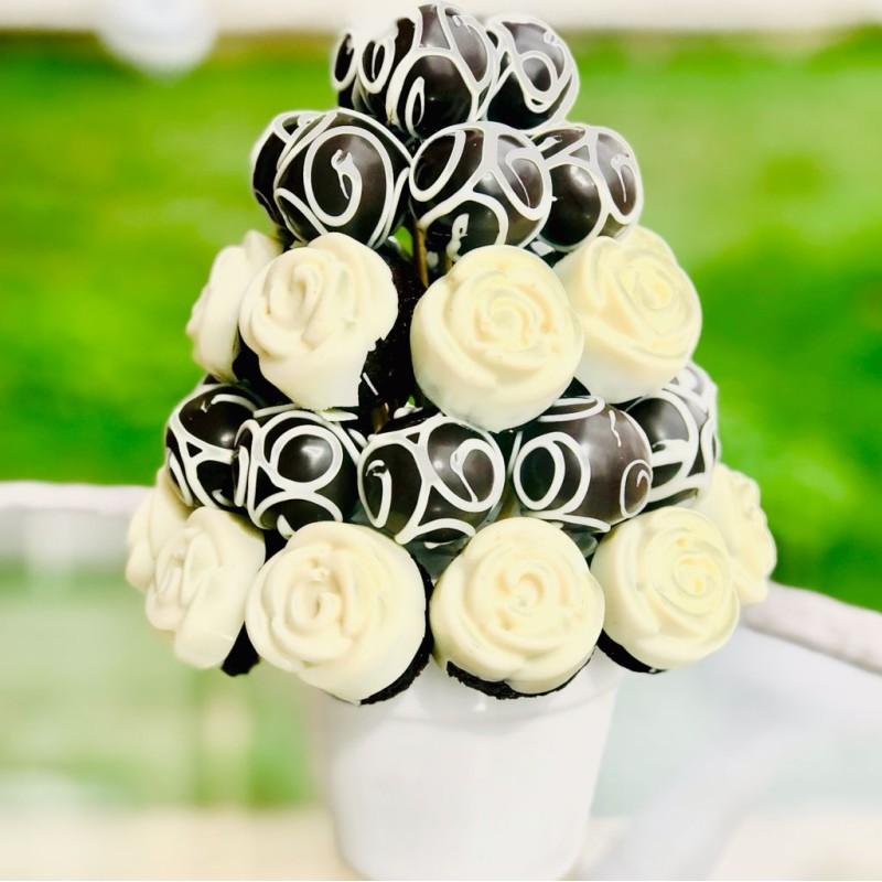 White Rose Cake / Lezzetli Çikolata Kaplı Kek Ve Truffle Buketi