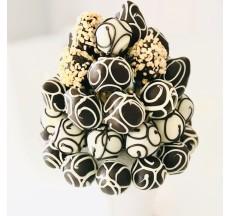 Black & white /  Lezzetli Çikolata Kaplı Çilek Çileğin En Tatlı Hali